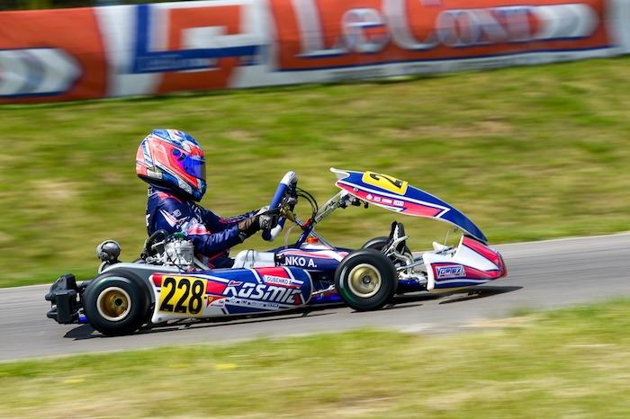 Kosmic Kart en lo sprint final del Europeo.
