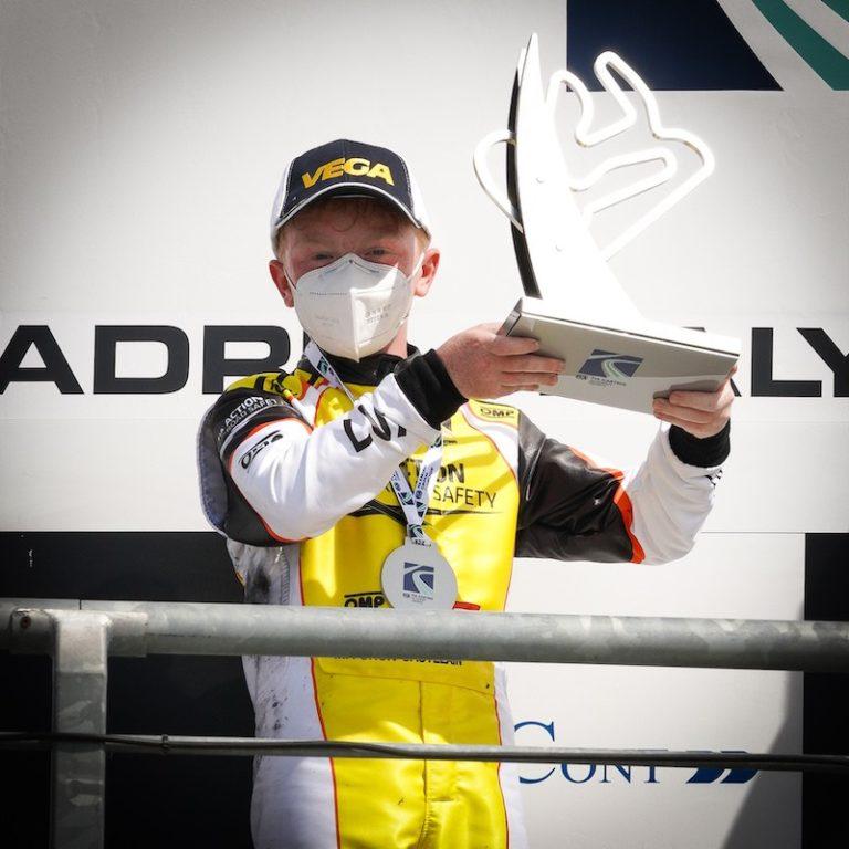Maxime Furon Castelain mette la bandiera del Lussemburgo sul podio del FIA Karting Academy Trophy